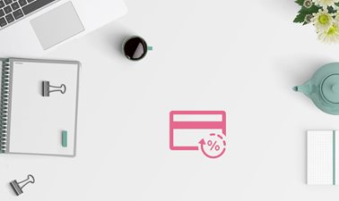 Desktop with pink cashback icon on it